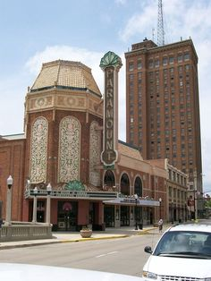 Art Deco Illinois: A Short Tour of the Architectural Wonders Found All Across The Prairie State - Atlas Obscura Illinois, Paramount Theater, Art Deco Buildings, Art Deco Home, Art Deco Design, Beautiful Buildings, Art Deco Fashion, Aurora, Taj Mahal