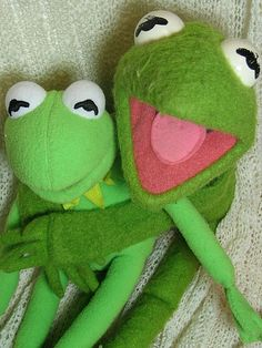 """""""it's not easy being GREEN"""" - kermit the frog. I have this Kermie with the Velcro on his hands! Funny Frogs, Cute Frogs, Sapo Kermit, Les Muppets, Funny Billboards, Frog Meme, Fraggle Rock, Miss Piggy, Kermit The Frog"""
