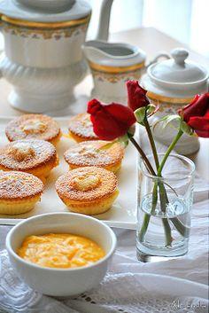 Μα...γυρεύοντας με την Αλεξάνδρα: Cupcakes με γέμιση κρέμα λεμόνι Cupcakes with lemon curd filling Dessert Recipes, Desserts, Panna Cotta, Sweet Tooth, Muffins, Sweet Treats, Food And Drink, Cupcakes, Sweets