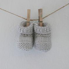 Botinhas de lã sem fitas - AMOR AOS NOVELOS www.vermelhomorango.com - online store baby knit