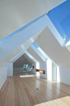 Maison grecque en blanc et bleu clair