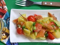 Salata de cartofi cu peste afumat Quick Meals, Paella, Fruit Salad, Pasta Salad, Potato Salad, Good Food, Ethnic Recipes, Beauty, Chow Chow