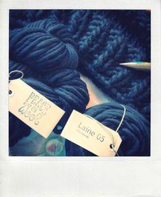 oh oh le pull cocoon de Céline ! un beau défi tricot, 100% douceur, 100% mérinos en laine mèche géante. Même pas je te parle du confort ;) Hello!! Ça y est! J'ai FINI MON PULL COCOON! Yeahh! …