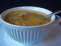 Algumas receitas são saborosas mas a receita de Sopa de mandioquinha com frango é espetacular! Garanto que não vai se arrepender Sopa de mandioquinha com f