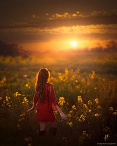 Photographer Jake Olson, who uses natural, golden light to capture stunning portraits of children in the Nebraskan countryside, shares his own personal story and struggles in his new book reFramed. Sunset Photography, Senior Photography, Creative Photography, Children Photography, Portrait Photography, Photo Portrait, Photo Art, Alone Girl Pic, Merci Marie