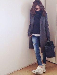 black turtleneck, white tee, blue jeans, white sneakers, grey coat