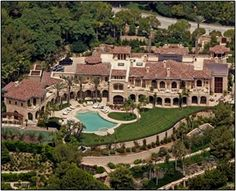The most popular mansion image on our site is the house in Beverly Hills owned by Eddie Murphy Celebrity Mansions, Celebrity Houses, Mega Mansions, Mansions Homes, Luxury Mansions, David Und Victoria Beckham, Millionaire Homes, Dream Mansion, Rich Home