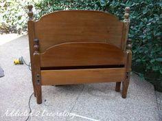 Una vieja cama se puede convertir en un banco que puede recibir cualquier tipo de decoración... Vamos a realizarlo!