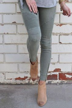 Fashion Tips Outfits Motorcycle Jeggings Olive Altitude Boutique.Fashion Tips Outfits Motorcycle Jeggings Olive Altitude Boutique Estilo Hippie Chic, Hippy Chic, Casual Outfits, Cute Outfits, Fashion Outfits, Womens Fashion, Fashion Trends, Fashion Skirts, Fashion 2016