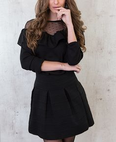 Elegant Ruches Blouse Zwart   Musthaves For Real MOST WANTED!! Deze kanten blouse met mesh stof en ruches wil je hebben! Grote collecte zwarte blouses....