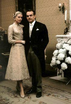 Belle couleur champagne robe en dentelle Grace Kelly portait pour sa cérémonie de mariage civil.