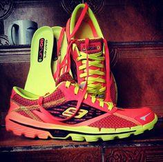 Para os corredores de plantão que desejam obter grandes resultados e uma performance diferenciada durante a atividade física, o Tênis Skechers Go Run 2 é a escolha perfeita para atingir todos estes objetivos. Desenvolvido em material de alta qualidade, permite uma excelente adaptação dos pés, promovendo um contato macio e gostoso com a pele, sem causar bolhas ou alergias, pois seu tecido é respirável e antialérgico. #Skecher #Run #Shoes
