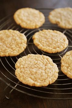 Old Fashioned Soft and Chewy Oatmeal Cookies - Buttery soft, old-fashioned vanil. - Old Fashioned Soft and Chewy Oatmeal Cookies – Buttery soft, old-fashioned vanilla oatmeal cookies that melt in your mouth! Thecomfortofcooki… Source by cuc_golden - Köstliche Desserts, Delicious Desserts, Dessert Recipes, Yummy Food, Best Cookie Recipes, Baking Recipes, Biscuits Graham, Yummy Cookies, Pastries