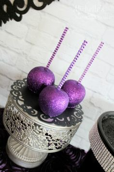 Stunning and spooky Maleficent party ideas - glittered caramel apples, amazing printable party decor, party decorations, and a stunning maleficent cake! Maleficent Party, Disney Maleficent, Disney Villains, 40th Birthday Parties, 7th Birthday, Birthday Crafts, Birthday Ideas, Grandpa Birthday, 50th Party