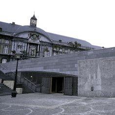 El Archéoforum de Lieja, emplazamiento arqueológico situado bajo la plaza Saint-Lambert, ofrece una visita por los vestigios actualizados durante las distintas excavaciones efectuadas de 1907 a nuestros días