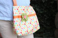Diary of a Quilter - a quilt blog: Easy Fat Quarter Bag Tutorial - adorable could work as a scripture bag too...