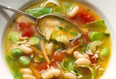 24 Ways to Lose Weight Without Dieting: Add a broth-based soup to your day and you'll fill up on fewer calories. Think minestrone tortilla soup or Chinese won-ton. Soup's especially handy at the beginning of a meal because it slows your eating and curbs Healthy Foods To Eat, Healthy Dinner Recipes, Soup Recipes, Diet Recipes, Healthy Eating, Healthy Soup, Family Recipes, Diet Tips, Nicer Dicer Plus