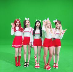 I cant wait for these summer queens to make a comeback already! Were being fed so well this week omg with the announcement for the official lightstick merch and now this Also wenyerm is so adorable but its not that yall dont already know Red Velvet Joy, Red Velvet Irene, Black Velvet, Seulgi, Good Girl, Queens, Sailor Outfits, Kim Yerim, Soyeon