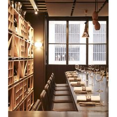 ALKI : chaises et tabourets au restaurant de La Mère Brazier à Lyon ...