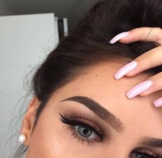 Get your Free makeup kits with the biggest brands in the makeup industry. Get free makeup samples, eye liner, lipstick, brushes & eye shadow. Makeup Goals, Makeup Inspo, Makeup Art, Makeup Inspiration, Makeup Tips, Makeup Ideas, Photo Makeup, Eyebrows On Fleek, Makeup On Fleek