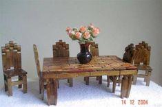 Muebles para tu muñeca Tipo Barbie o para Decorar un rinconsito de Hadas - Vintage - Estilo Antiguo con Pinzas de Ropa o Horquillas de Madera Wooden Clothespin Crafts, Wooden Clothespins, Clothespin Dolls, Popsicle Stick Crafts, Craft Stick Crafts, Popsicle Sticks, Miniature Furniture, Dollhouse Furniture, Fairy House Crafts