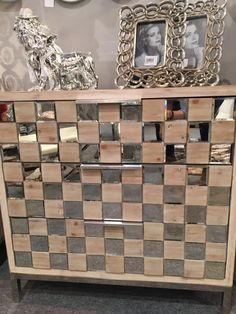 muebles en madera color roble y cristal