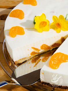 Il Cheesecake di yogurt agli agrumi è un dessert delicato, da concedersi quando la voglia di un dolce leggero e profumato prende il sopravvento… #cheesecakealloyogurt