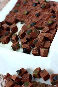 Voi vitsit kun näistä tuli hyviä! Suklaafudget, joissa maistuu sekä  kahvi että lakritsi. Ihan mielettömän ihania!       Fudget saivat a...