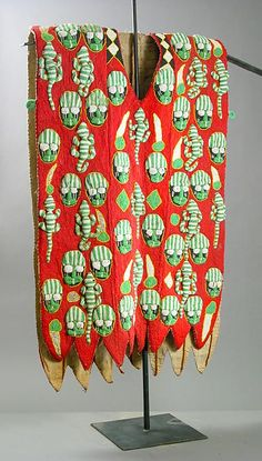 Africa Ceremonial tunic from the Yoruba people from Nigeria century Textile and glass beads Textile Patterns, Textile Design, Floral Patterns, Cultures Du Monde, Yoruba People, Afrique Art, Haida Art, Art Africain, Outfits