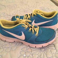 reputable site bcc13 de7af Nike Shoes   Nike Neon Running Shoes   Color  Blue Green   Size  8