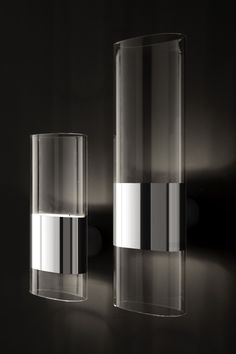 Line wall light by Francesco Rota for Oluce. An elegant oval tube of pyrex.