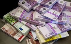 € 1500 in a pack of 300 pcs 5 Euro Banknotes. 300 Kake Bills 5 euro - The Best Counterfeit euro notes. 5 Euro Bank Notes for sale. Money Bill, My Money, How To Make Money, Cash Money, Cash Cash, Bolognese, Euro, Formation Marketing, Joe Vitale