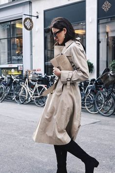 that preppy girl ( French Girl Style, My Style, Classic Style, Trench Coat Outfit, Mode Mantel, Preppy Girl, Looks Street Style, Glam Dresses, Parisian Chic