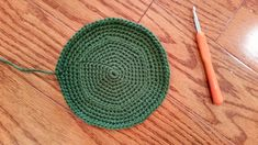 flat bottom panel of the leprechaun hat showing raised ridge for working into. Free Crochet, Knit Crochet, Crochet Hats, Leprechaun Hats, Sewing Circles, Table Toppers, Crochet Patterns Amigurumi, Teacher Gifts, Crochet Projects