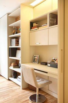 Apartamento Barão da Torre / Paula Neder @paulaneder #homeoffice #lighting #marcenaria