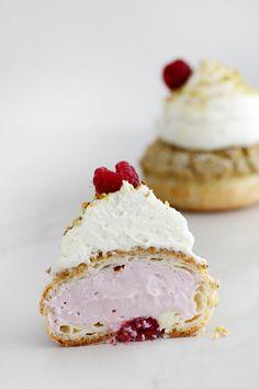 Pistachio and Raspberry Cream Puffs (Choux aux Craquelin) Profiteroles, Eclairs, Great Desserts, Mini Desserts, Dessert Recipes, Camping Desserts, Individual Desserts, Small Desserts, Pudding Recipes