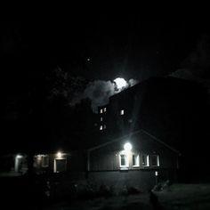 That's no moon. It's a spacestati... No wait! It's the moon!!! #fb
