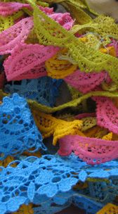 How to dye lace with acrylic craft paint