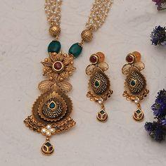 Jadtar Necklace Set jewellery for Women by jewelegance. ✔ Certified Hallmark Premium Gold Jewellery At Best Price Jewelry Design Earrings, Gold Earrings Designs, Gold Jewellery Design, Diamond Jewellery, Gold Mangalsutra Designs, Gold Jewelry Simple, Schmuck Design, Antique Jewelry, Necklace Set
