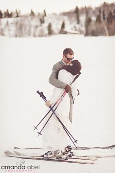 If you are an active sport-loving couple, why not show it rocking a cool ski or snowboard wedding? Go to a cool ski resort and invite everyone. Snowboard Wedding, Ski Wedding, Ski And Snowboard, Ski Ski, Elopement Wedding, Winter Mountain Wedding, Winter Bride, Mountain Weddings, Winter Wedding Receptions