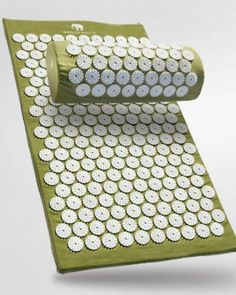 Bed of Nails Acupressure Mat and Pillow Acupressure Mat, Acupressure Points, Reflexology, Acupuncture, Bed Of Nails, Bed Yoga, Lower Back Pain Relief, Yoga Block, Yoga Gifts