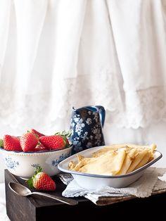 Receta sencilla y con paso a paso de crepes dulces, perfectos para el desayuno de cualquier día. Además, receta de tarta de frutas y crepes que os encantará