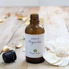 Esencia cosmética con característico aroma floral de magnolia. Esta esencia es perfecta para aromatizar jabones y todo tipo de cosméticos, así como para preparaciones de perfumería.