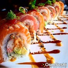 Sushi Special: Inside- Crab Stick, Avocado and Spicy Tuna, Outside Seared Salmon and Tuna Japan Sushi, My Sushi, Sushi Love, Oshi Sushi, Sushi Roll Recipes, My Favorite Food, Favorite Recipes, Sushi Night, Sushi Party