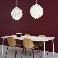 Norm 12 è una lampada fai-da-te, dall'aspetto morbido e gentile, che prende il nome dall'anno 2012, quando fu creata la lampada stessa. Diffonde una luce delicata e soffusa, che si espande grazie alla sagoma arrotondata della lampada.