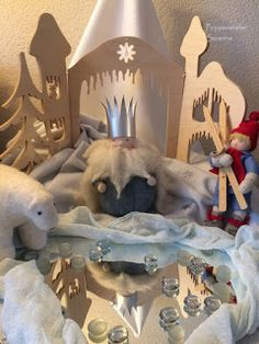Poppenatelier Severine: De jaartafel/Yeartable Waldorf Crafts, Waldorf Toys, Elsa Beskow, Caravan Decor, Diy Crafts For Girls, Nature Table, Imaginative Play, Felt Art, Diy Toys
