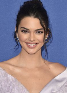 Welcome to your ultimate source for everything about Kendall Nicole Jenner and Kylie Kristen Jenner. Bruce Jenner, Kris Jenner, Kardashian Jenner, Kendall Jenner Outfits, Kendall Jenner Make Up, Kendall Jenner Hairstyles, Style Kanye West, Jenner Makeup, Jenner Sisters