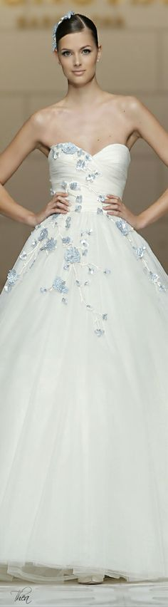 Wedding Dress ● Pronovias SS 2015