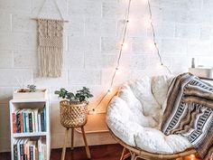 Corner Reading Nooks, Reading Nook Chair, Bedroom Reading Nooks, Bedroom Nook, Bedroom Corner, Cosy Corner, Book Corner Ideas Bedroom, Cute Bedroom Ideas, Room Ideas Bedroom