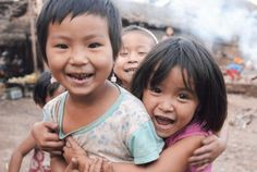 Children smile brightly at UNHCR officers.Photo by UNHCR/R.Arnold